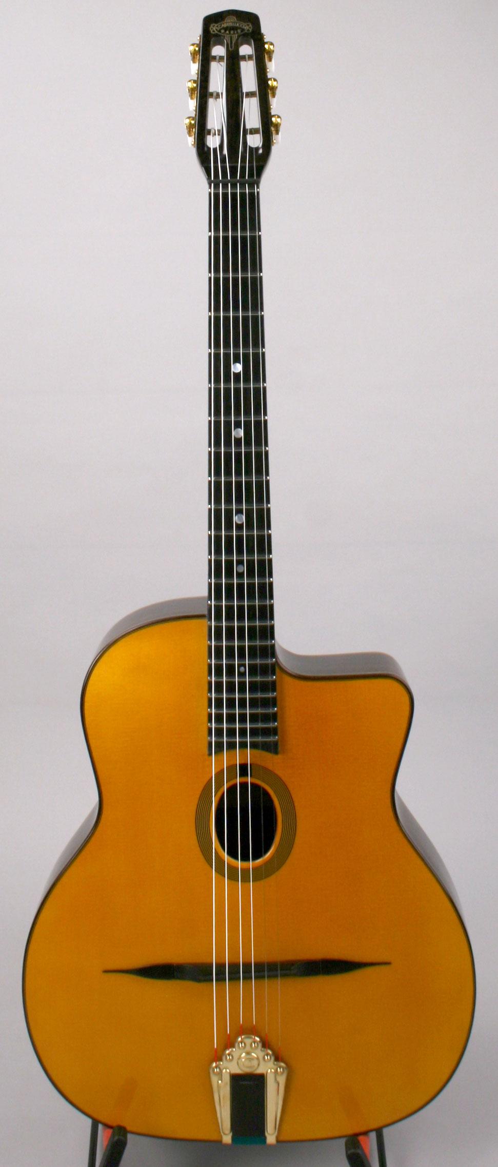 Menilmontant Guitare Manouche | Luthier Castelluccia Paris